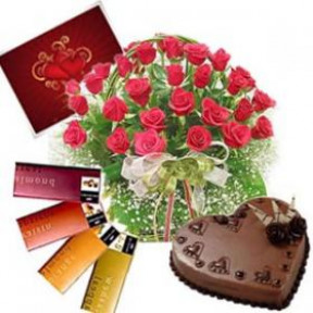 Bunch of 20 Red Roses & 1 Kg heartshape Chocolate Cake With 4 Temptation Chocolate & Greeting Card
