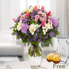 Flower Bouquet Blutentraum With Vase And Ferrero Raffaello