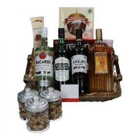 Gourmet basket with rum, whiskey, Tequila