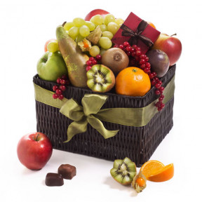 Classic Fruit Hamper & Chocolates