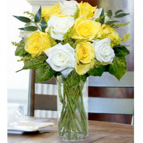 12 Yellow And White Roses Mix In Vase