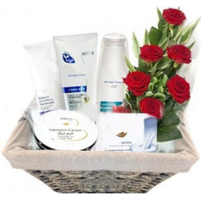 Cosmetic Gift Basket With 6 Piece Red Roses