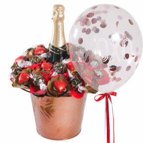 Luxury Chandon Lover Bouquet With 'Xoxo' Helium Balloon