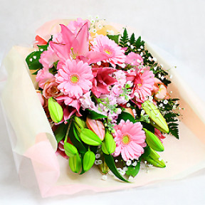 Bouquet pink ornate lily