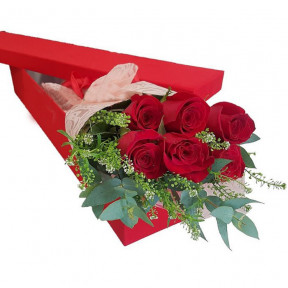 Floral Gift Box With 6 Red Roses
