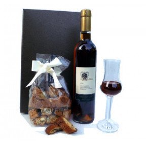 Vin Santo Toscana and Cantuccini