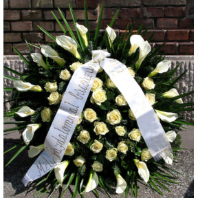 Kala wreath and cream roses (Large)