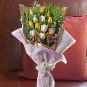 6 Yellow And  6 White Roses Long Wrapping Bouquet