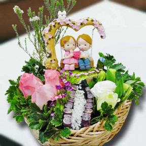 Couple On A Tree Swing Resin Figurine And  3 Peach Roses In Basket.