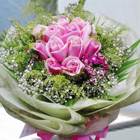 12 Sweet Pink Roses Handbouquet  Order 1 Day In Advance
