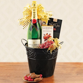 Moet & Chandon Champagne Gift Basket
