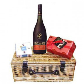 Remy Martin Gift Set to Japan