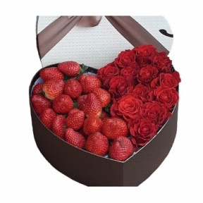 Roses And Strawberries (Small)