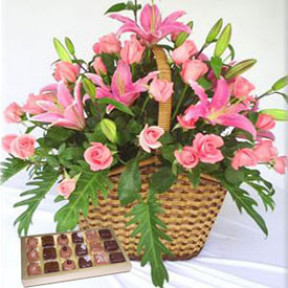 Dreamy Basket (12 Roses + 2 Stems of Liliums)