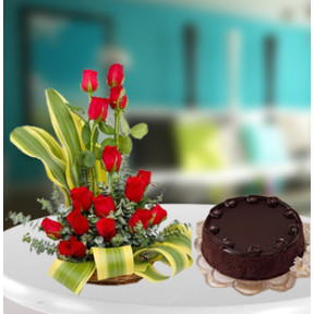 Red Roses Arrangement With Cake (18 Roses Arrangement,1/2Kg Chocolate Cake)