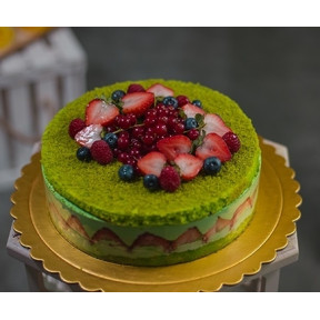 Strawberry Cake With Pistachio Cream