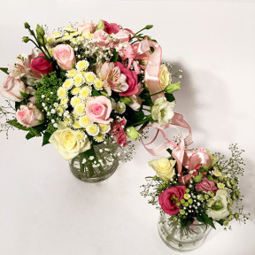 Mother and daughter bouquet in pink shades (Classic)