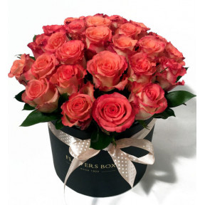 Pink Roses in a round giftbox (Premium)
