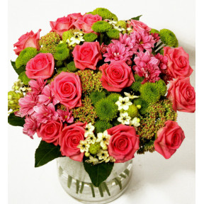 Bouquet of pink roses and green chrysanthemums