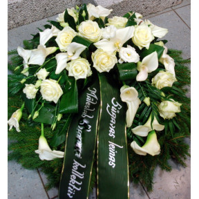 Wreath with white flowers: Calla and Roses