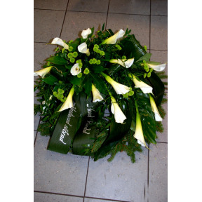 Wreath with white Callas and green Chrysantemums