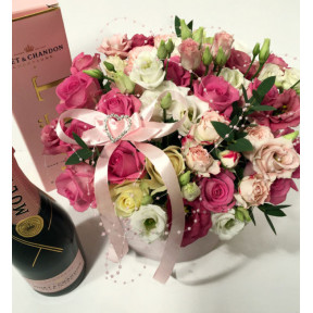 Glamorous Gift: Pink and White Roses in a round giftbox and Rose Champagne