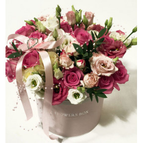 Fabulous arrangement: Pink and white Roses and Lisianthus in a round flower box