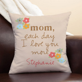 Personalized Cushion 'MOM each day I love you More'