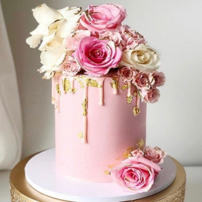 Pink And White Roses Cake (Half KG)