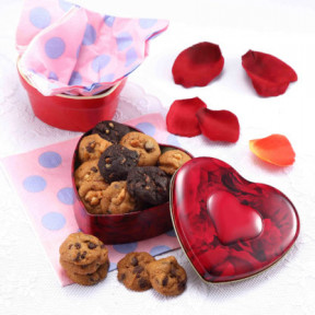 Red Heart Tin 90G