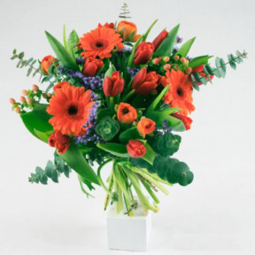Send the bouquet of colorful bouquet as a flower bud