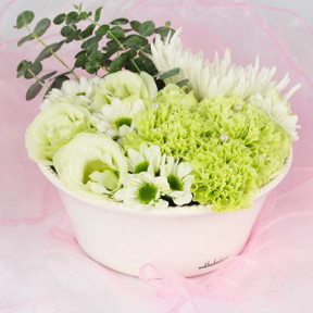 Send Low white arrangement blombud