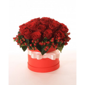 Box with red roses (Large)