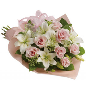Bouquet of 7 pink roses and white lilies