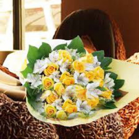 Bouquet of 15 yellow roses with 9 white alstroemerias