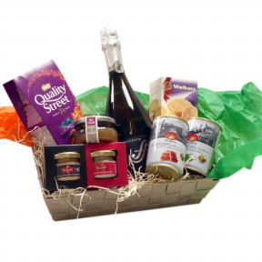Aperitif basket with Prosecco and sweets