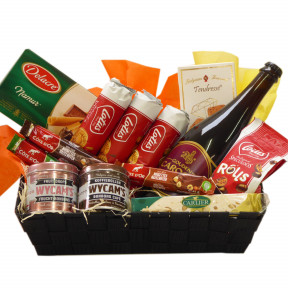 Belgian gift basket with Gouden Carolus Classic as a gift