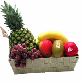 Fruit basket with fresh fruit +/- 4.4 kg