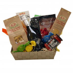 Italian gift basket with pasta and bubbles