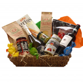 Italian gift basket with red wine Prosecco and pasta