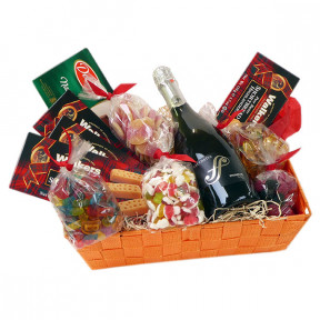 Candy basket with biscuits, Italian Prosecco and goodies