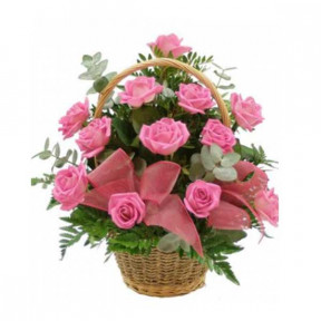 Basket of 18 pink roses
