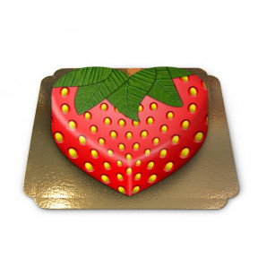 heart shaped strawberry cake (Medium)