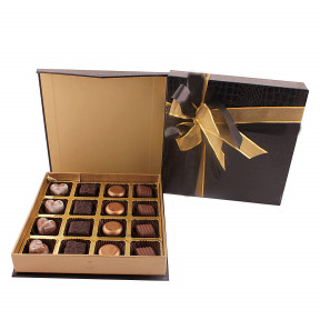 Leather fininsh box with 16 Signature pralines