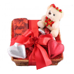 Hamper with Teddy and hearts